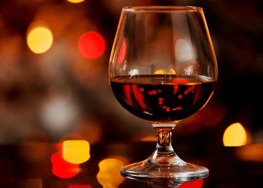 Hình 2. Rượu có màu cánh gián, đa tầng hương vị