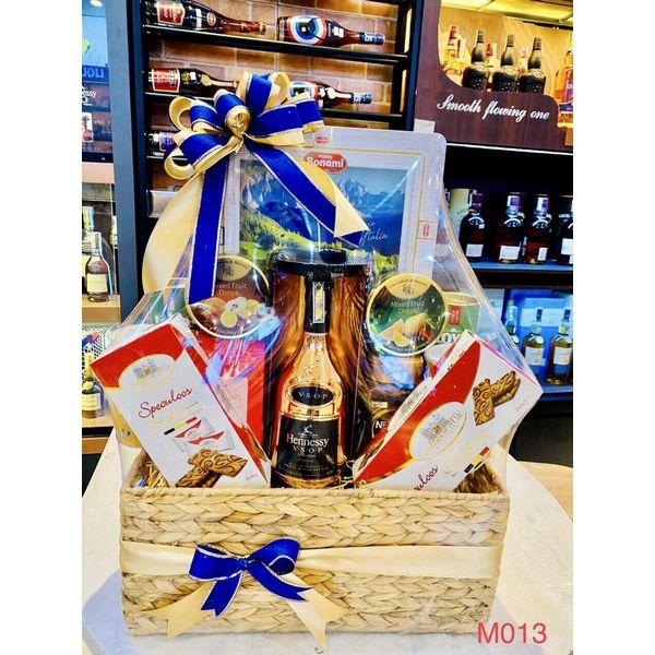 M013 - Giỏ quà đan lát thủ công cao cấp Tết 2021, rượu Hennessy cao cấp