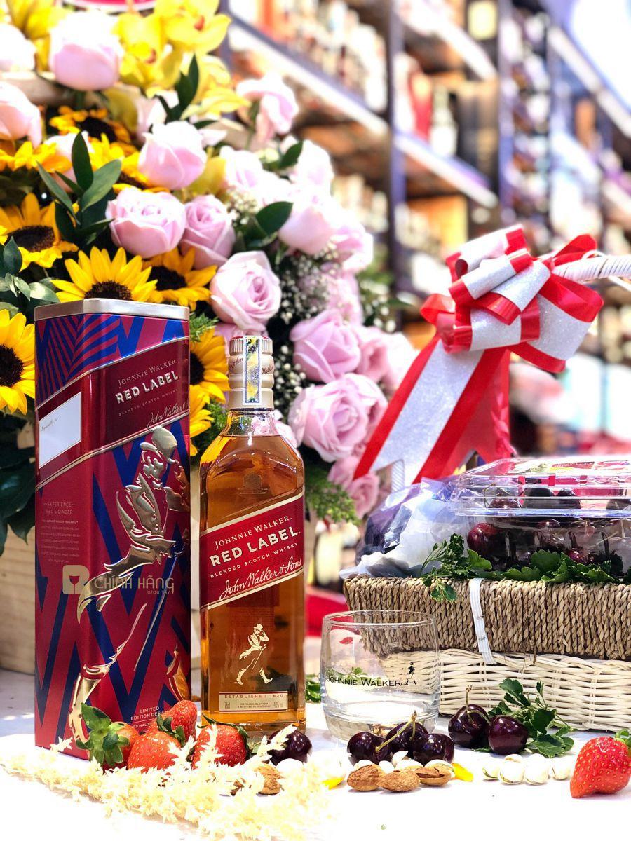 Hình chụp Johnnie Walker Red Label hộp thiết Tết 2020 tại Showroom RuouTayChinhHang.com