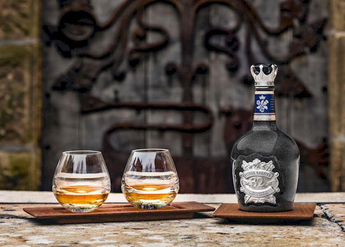 Rượu Chivas 32 năm Royal Salute Union of the Crowns