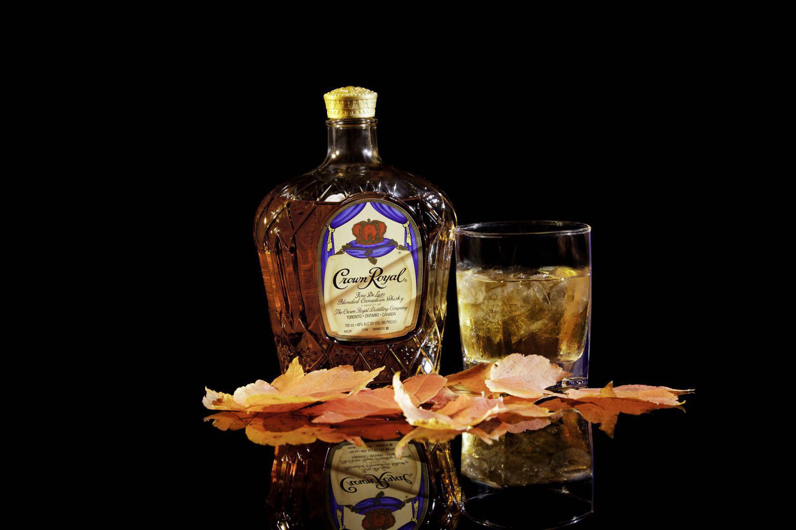 Rượu whisky canada Crown Royal